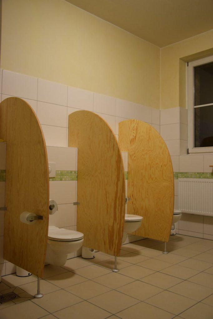 seekiefer einer halb runden wand mit pappel sperrholzverkleidung und akologischer oberflachenbehandlung rollbare garderobenmabel aus sperrholzplatten sperrholz preis